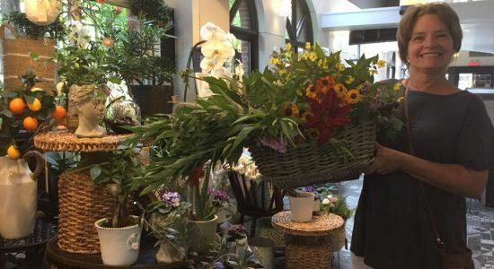 Nouveaux arrivages de l'Île d'Orléans tous les jours   Halles en fleurs (Les)