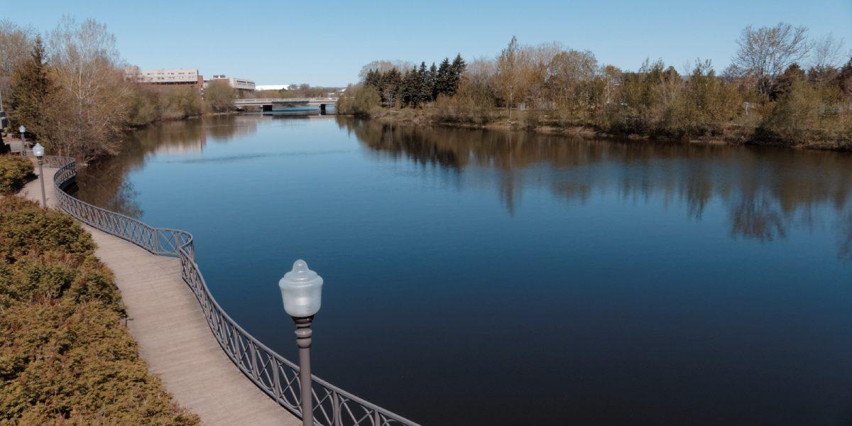 Au bord de la rivière, <em>Où tu vas quand tu dors en marchant…?</em> | 21 mars 2019 | Article par Suzie Genest