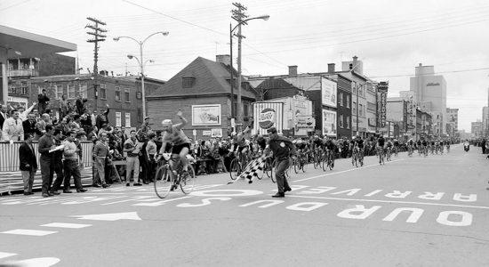 Compétition de vélos en 1962.