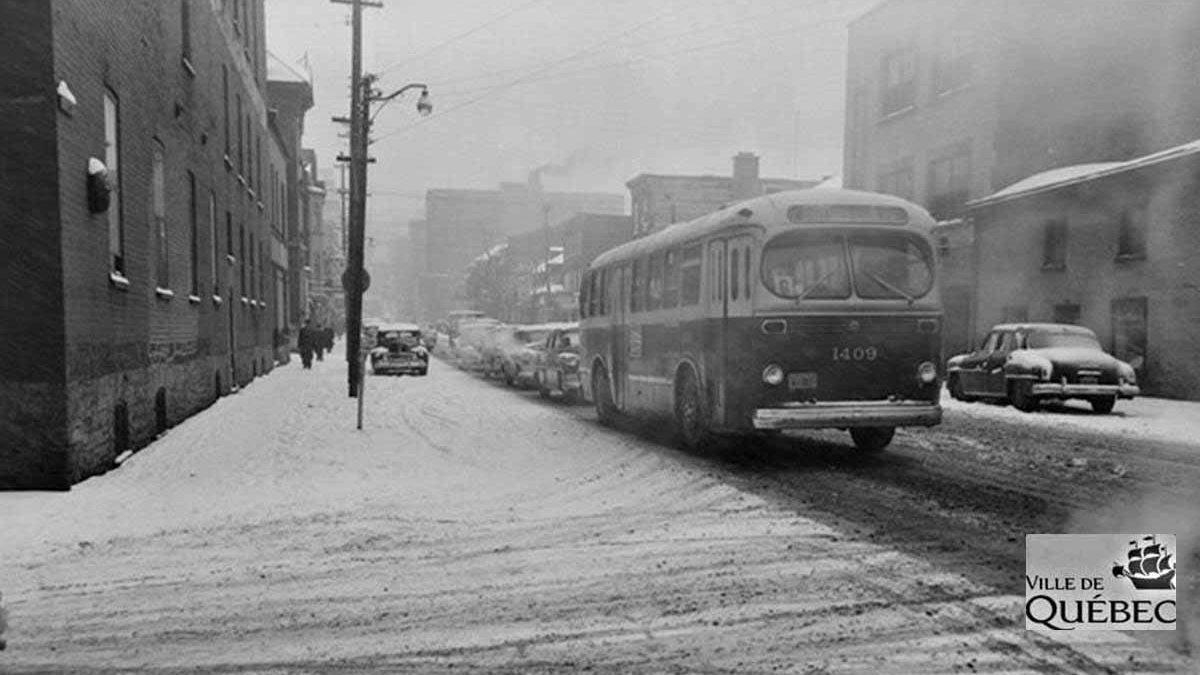 Saint-Roch dans les années 1950 (15) : autobus sur la rue de la Couronne | 11 mars 2018 | Article par Jean Cazes