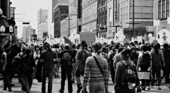 Sommet des Peuples, boulevard Charest Est. 21 avril 2001.