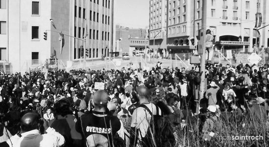 Manifestants, côte d'Abraham. 21 avril 2001.