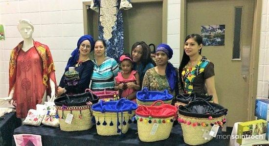 Des artisanes vendent fièrement leurs produits à la JIFA