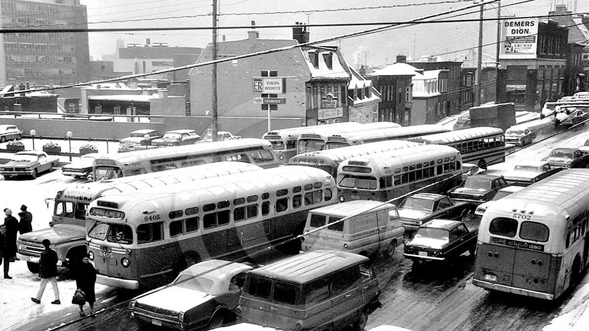 Saint-Roch dans les années 1960 (26): congestion d'autobus sur la côte d'Abraham | 9 décembre 2018 | Article par Jean Cazes
