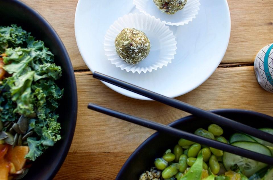 Bouchées sucrées «Les Gourmandises Louca» | Bols et poké