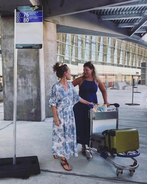 Les deux collaboratrices de Monsaintroch en plein test du parcours 80, à l'aéroport.
