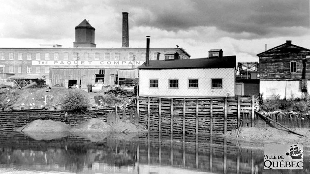 Saint-Roch dans les années 1940 (16) : la rivière Saint-Charles et l'usine Paquet | 13 septembre 2020 | Article par Jean Cazes