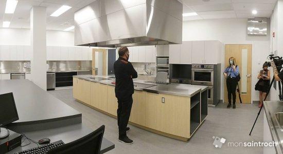 La cuisine collective du nouveau centre répond à des besoins identifiés depuis longtemps dans le quartier, dit Étienne Talbot, directeur du YMCA Saint-Roch.