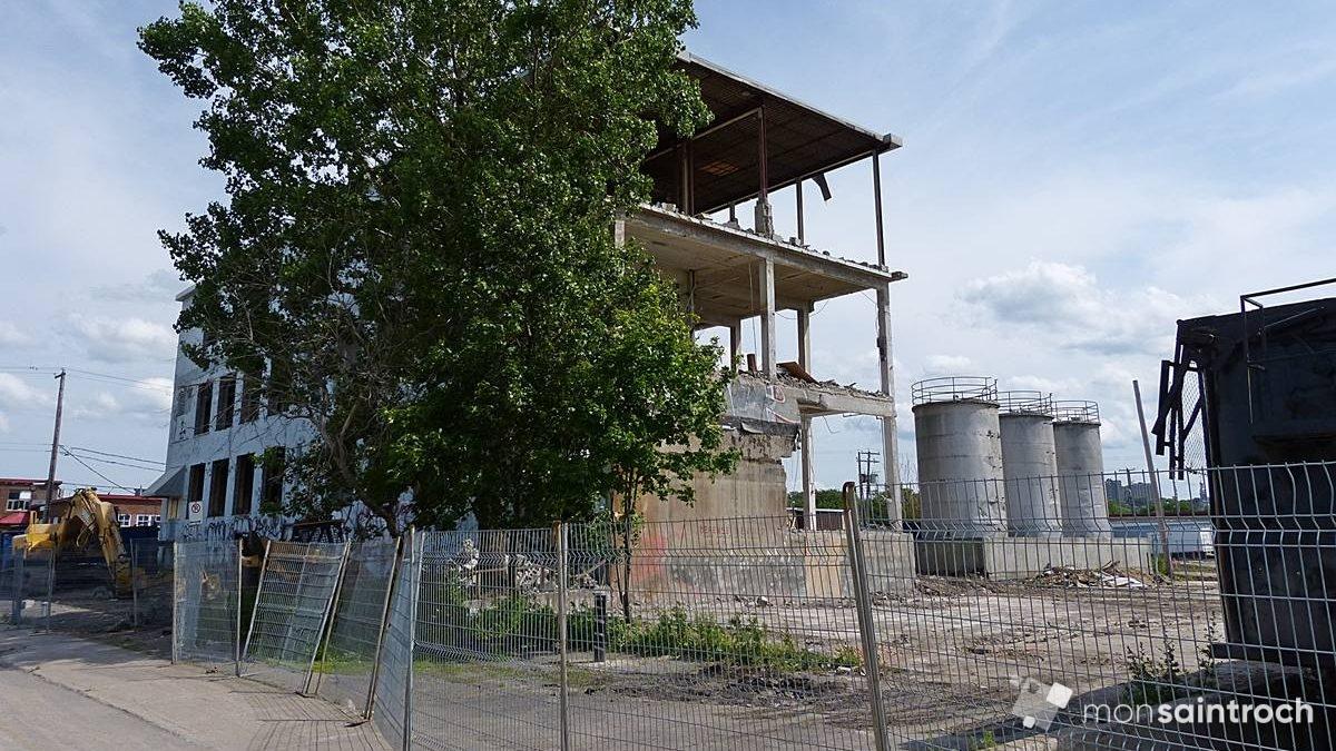 Démolition de l'ex-usine. 4 juillet 2015.