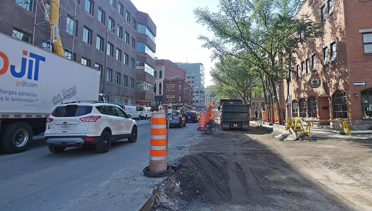 La rue Dorchester en chantier. Vue en direction sud-est sur l'intersection de la rue Saint-Joseph Est. 29 juin 2021,