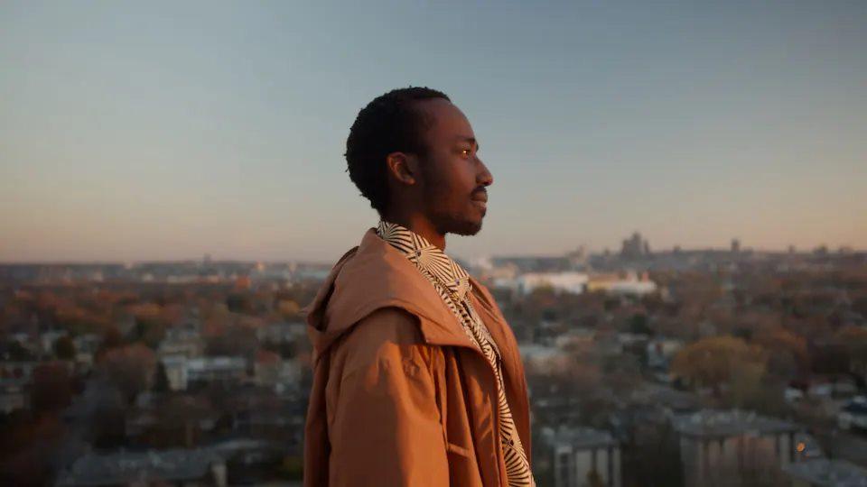 Cinéma plein air: La cité des autres + discussion avec le cinéaste Justice Rutikara + filet social: la force d'un village
