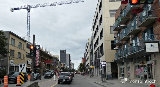 Boulevard Charest Est, vue de l'extrémité Est vers l'ouest, en 2021